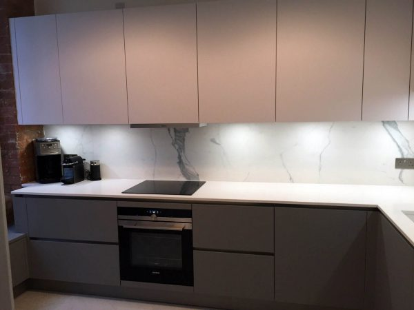 Matt Pearl Grey & Pearl White Handleless – Tower Bridge