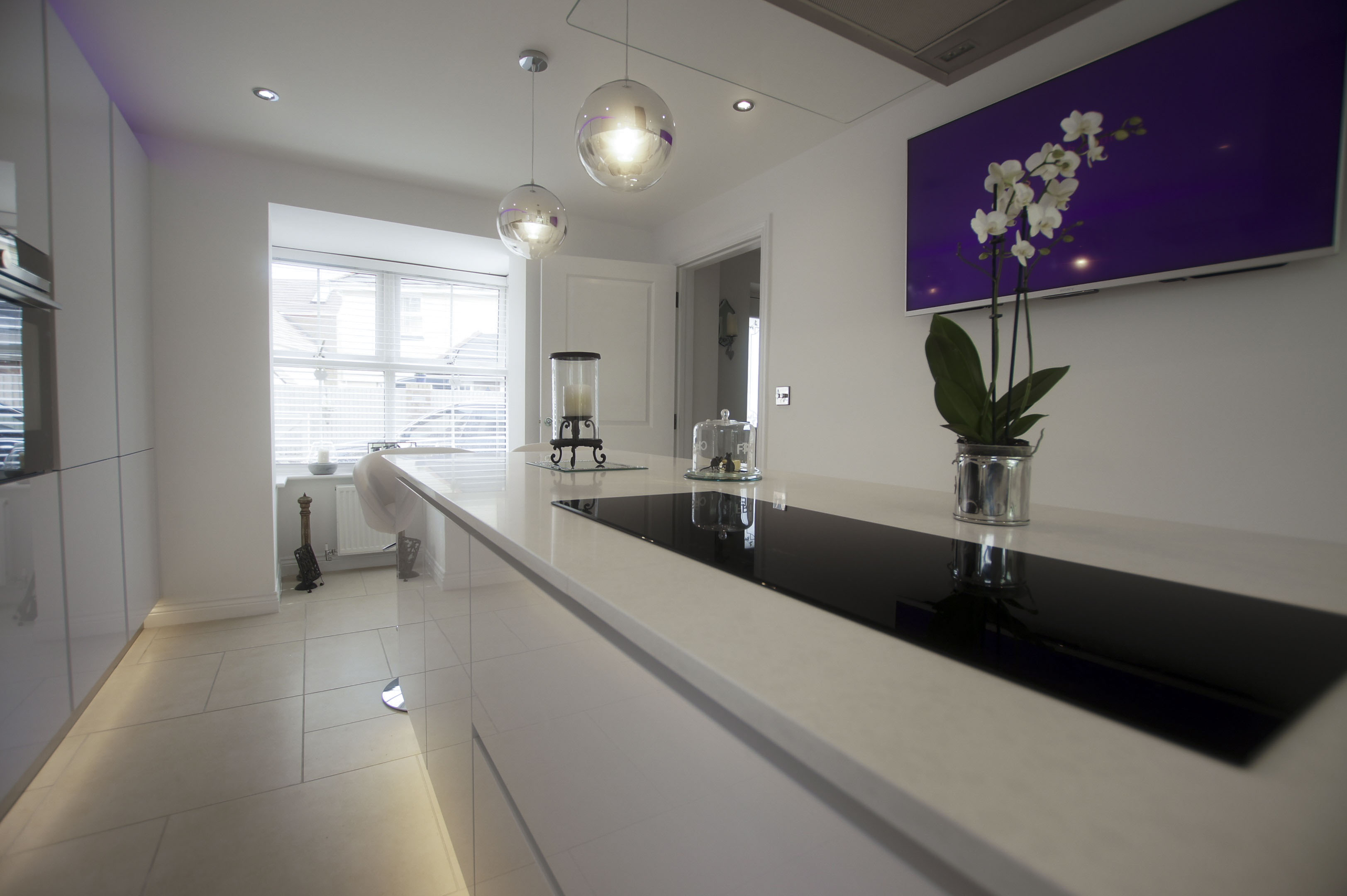 White High Gloss German Kitchen Buntingford Blax