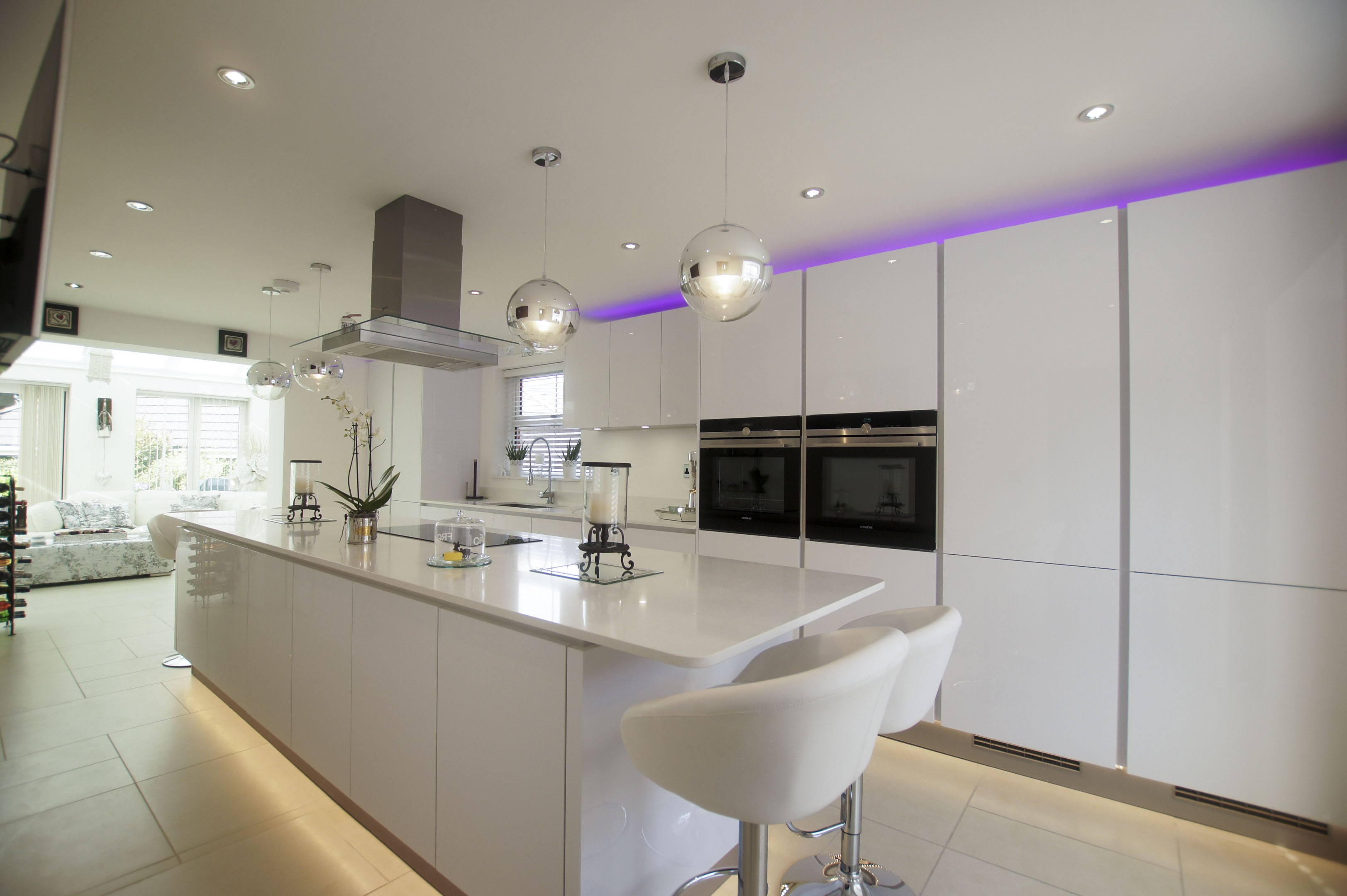White High Gloss Handleless Kitchen
