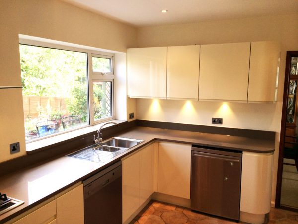 high gloss handleless kitchen hoddesdon