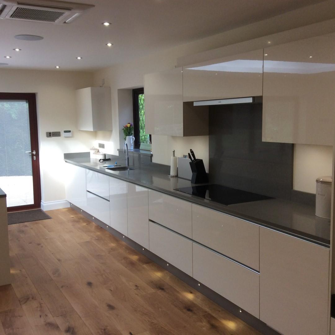 Handleless Kitchen And Utility In Thundridge