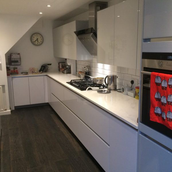 High Gloss Handleless Kitchen In Ware