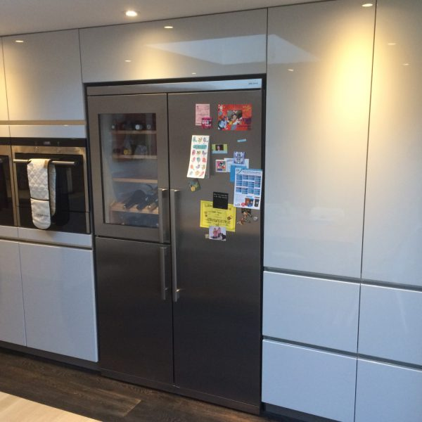Kitchen Cabinets Handleless: High Gloss Handleless Kitchen In Ware