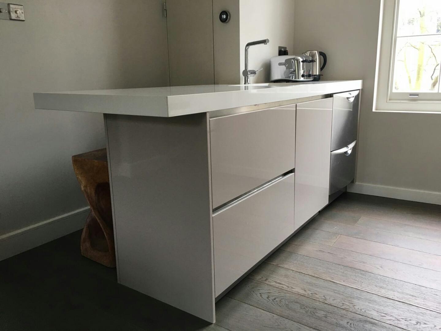 Gloss cashmere islington blax kitchens ltd for Cashmere kitchen units